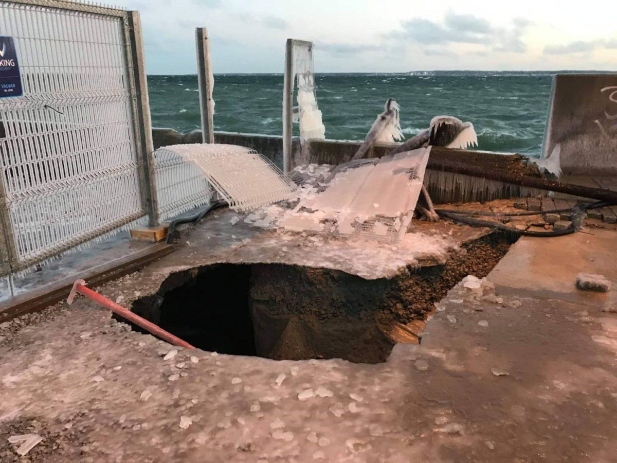 Шторм 2 января повредил причал в Летной гавани. Автор фото: Eesti Meremuuseum.
